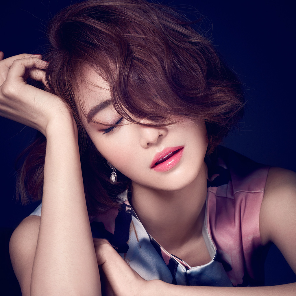 wallpaper-hf59-ko-joon-hee-kpop-film-actress-closed-eyes-wallpaper