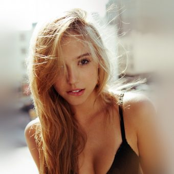 papers.co-hk25-alexis-ren-girl-blonde-celebrity-6-wallpaper