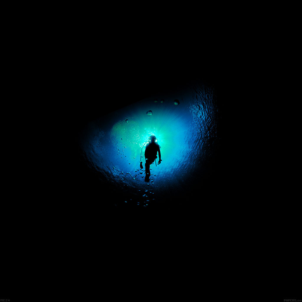 wallpaper-me24-deep-blue-swim-ocean-dive-wallpaper