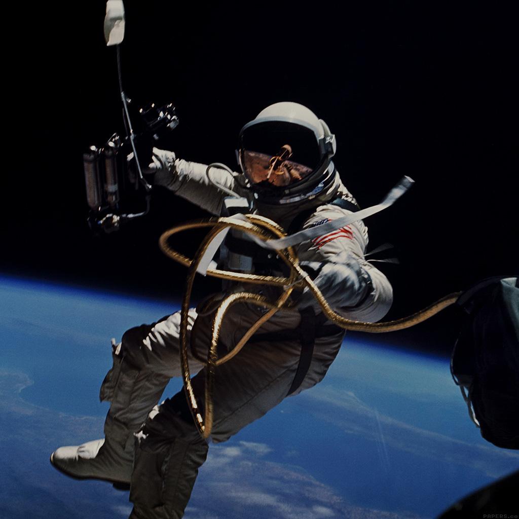 wallpaper-mm74-space-lost-astronaut-travel-wallpaper