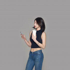 hj62-kpop-girl-group-kwon-nara-hellovenus-phone