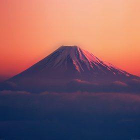 ad53-fuji-red-mountain-alone